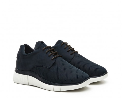 Laces perforated nubuck leather blucher