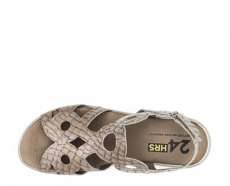 Sandalia de piel charol coco con cierre de hebilla