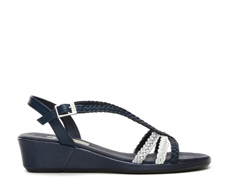 Braided leather sandal with buckle closure