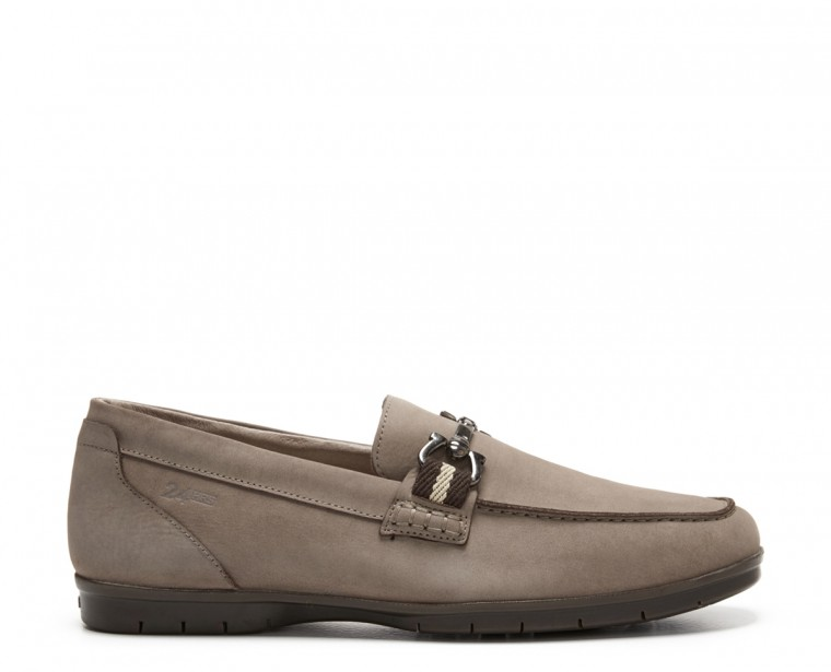 Leather moccasin with stapes ornament