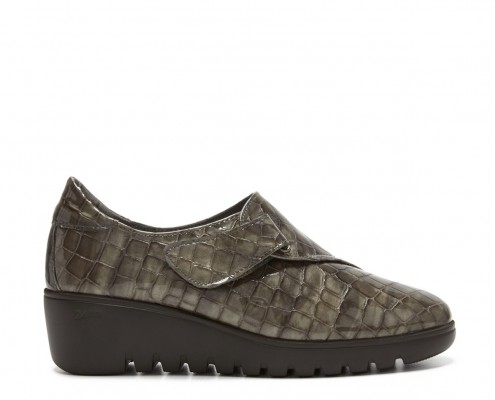 Zapato en piel charol coco con cierre velcro